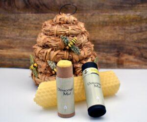stick à lèvres à la cire d'abeille et au miel